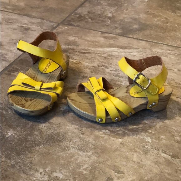 c8b50a9d6352 Cherokee Other - Cherokee Baby Toddler Girls Yellow Sandals 7